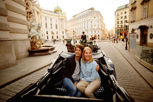 Pregnant in Vienna, In a traditional horse-drawn carriage on Michaelerplatz