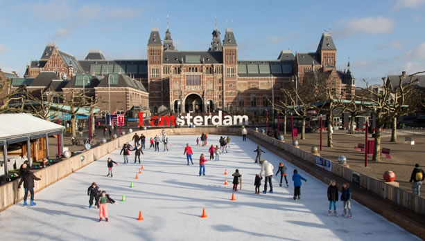 Fotograaf : Edwin van Eis - Ice Skating in front of Rijksmuseum