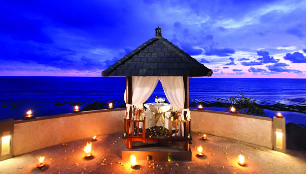 Bali Babymoon at Banyan Tree Ungasan - Cliff Edge Dining