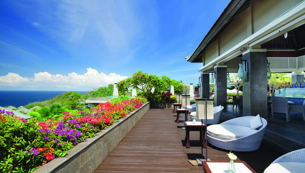 Bali Babymoon at Banyan Tree Ungasan - Pool Bar