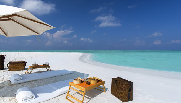 Maldives Babymoon at Gili Lankanfushi - Private Sandbank Picnic
